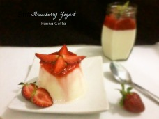 Strawberry yogurt panna cotta