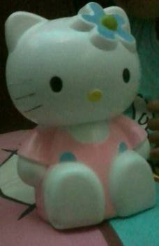 celengan hello kitty